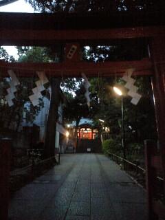 夕刻の熊野神社で